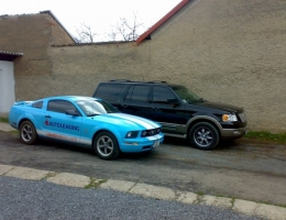 Ford Expedition a Mustang - protislunecni autofolie Llumar