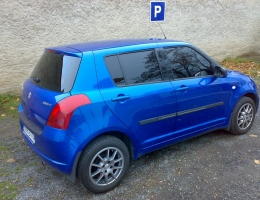 Suzuki Swift instalace protislunecni autofolie Llumar AT5