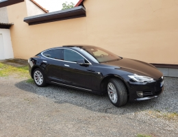 Tesla S s autofóliemi LLumar ATR15CH